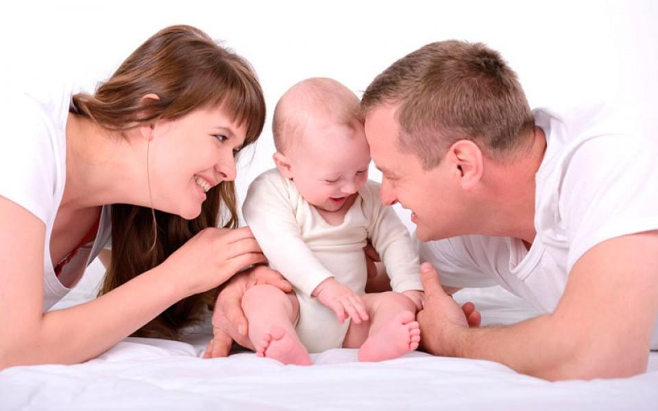 Малыш с родителями