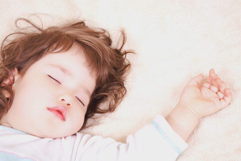 Прорезывание зубов может стать причиной временного нарушения сна