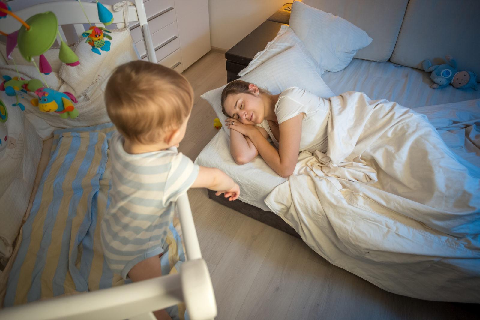 Ребенок перепутал день и ночь