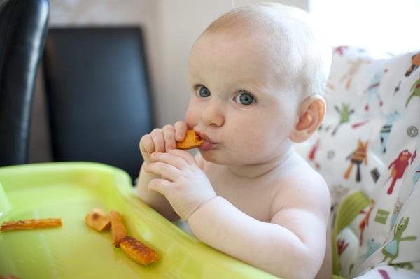 Сушки, печенья – хороший способ для успокоения зуда в деснах
