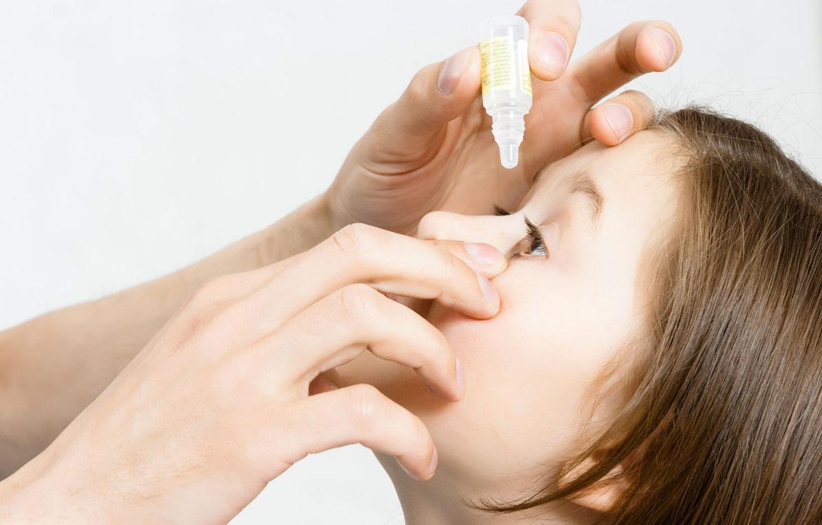 Как закапывают глазки старшим детям
