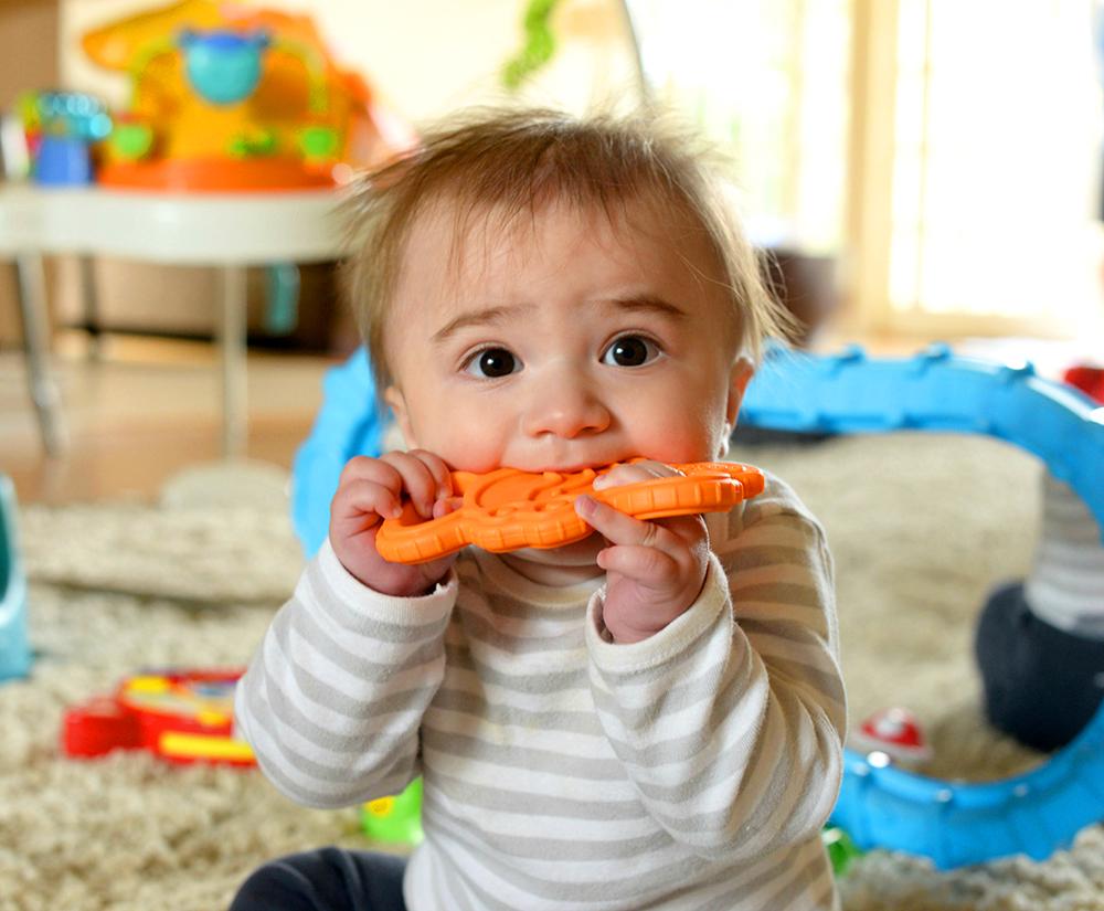Может ли быть понос при прорезывании зубов у ребенка 2 года thumbnail