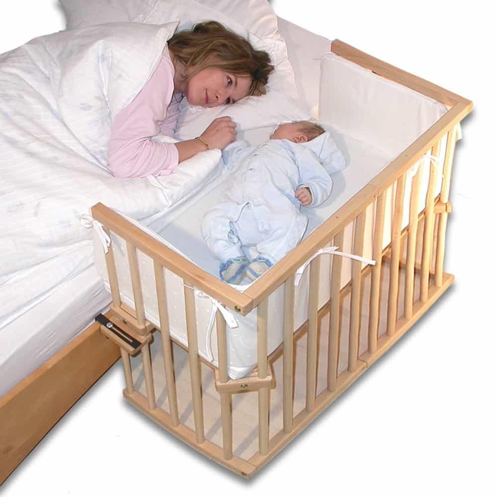 Младенец спит в комнате родителей