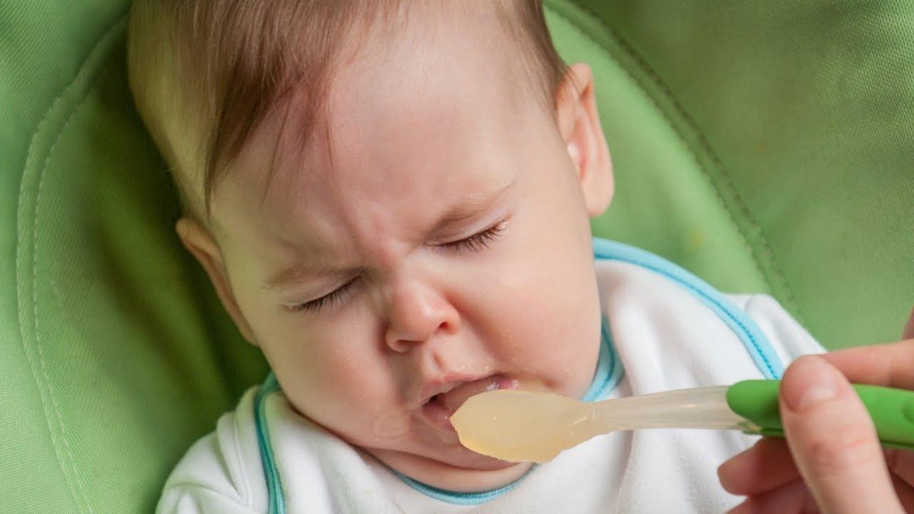 Насморк затрудняет малышу жизнь, даже кушать сложно
