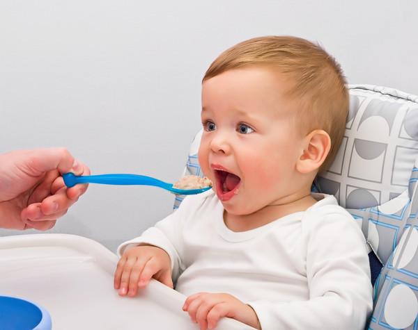 Пищеварительная система грудного ребенка имеет свои особенности