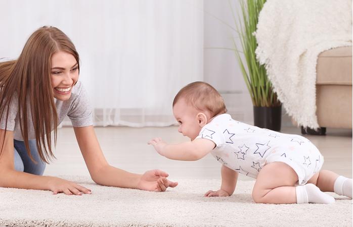 Научившись переворачиваться, ребенок быстрее начнет садиться и ползать