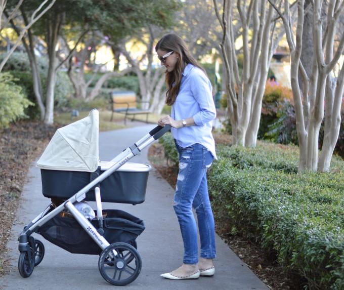 Летом гулять с малышом проще, чем зимой