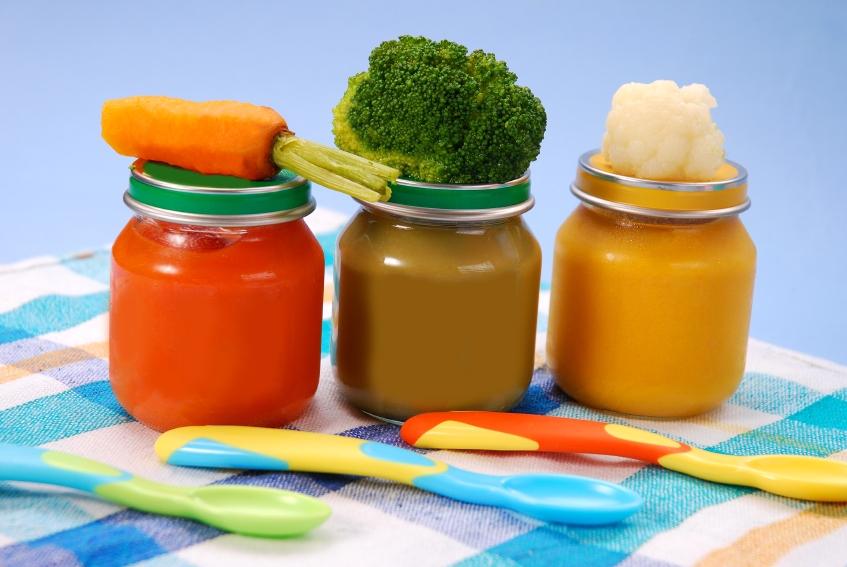 Одним из первых продуктов в рационе грудничка должно стать овощное пюре