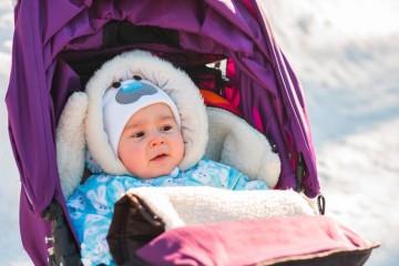 Чтобы гулять с заболевшим ребенком в любое время года, надо придерживаться основных правил