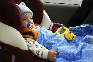 Во время приступа тошноты ребенка нужно отвлечь игрушкой