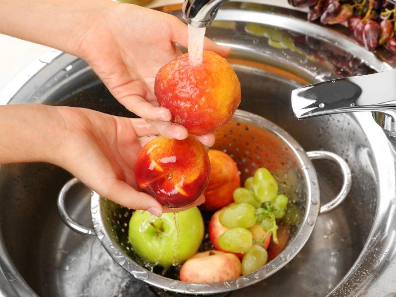 Еда ребенка должна быть чистой и свежей