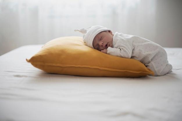 Новорожденный спит большую часть суток
