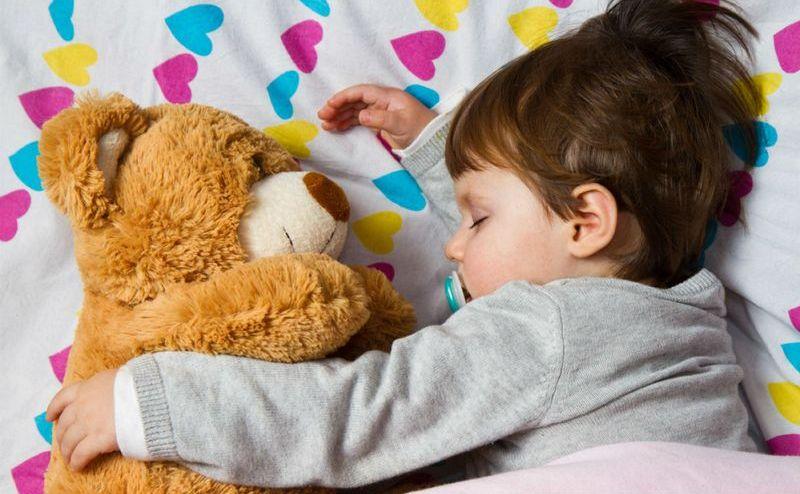 Мягкая игрушка может помочь в самостоятельном засыпании