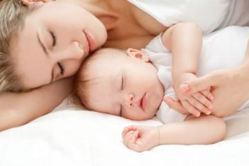 Совместный сон с ребенком вызывает много споров