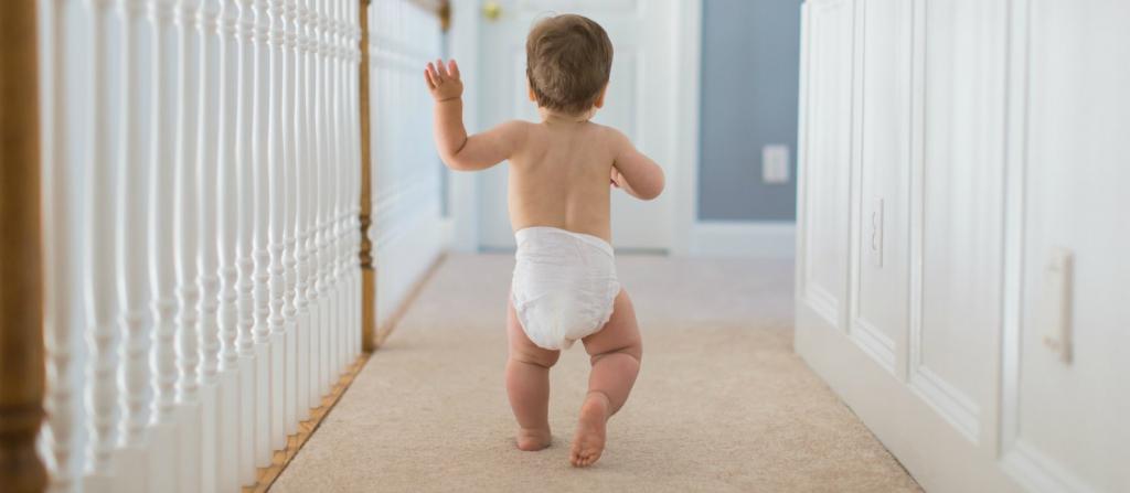 Первые шаги младенца