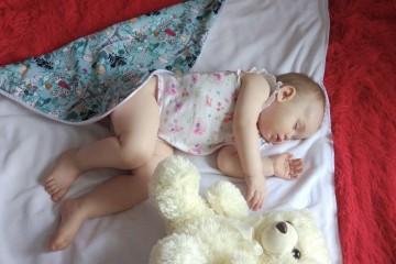 Малыш спит без памперса