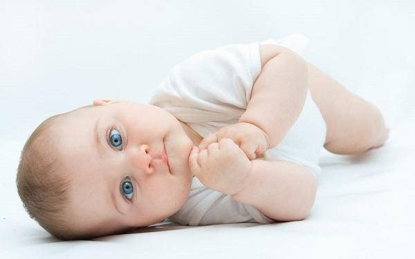 Голубоглазый ребенок