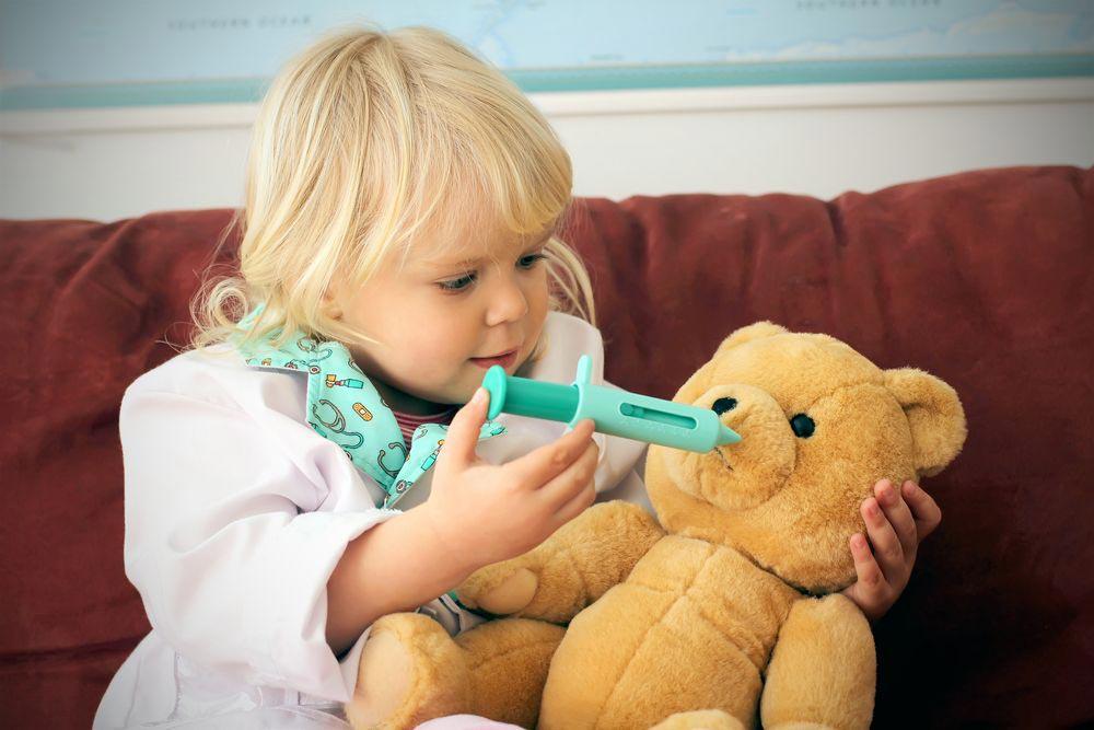 Ребенок ежедневно контактирует с сотнями вирусов