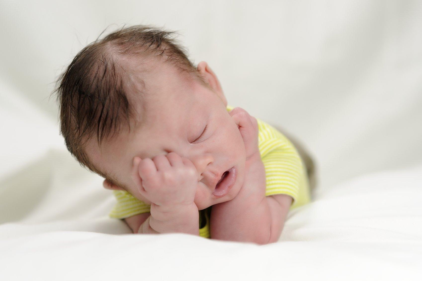 Младенец вялый и сонливый