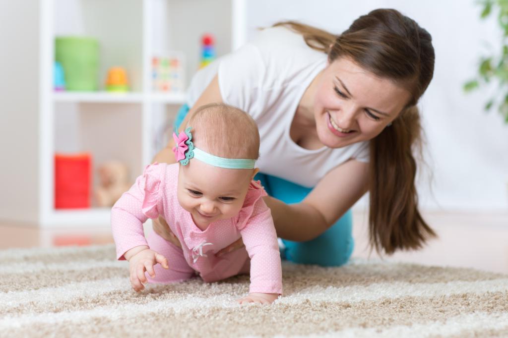 Одни из наиболее распространенных причин яктации у новорожденных – развитие мускулатуры и тренировка новых двигательных навыков