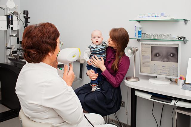Выявить наличие патологии поможет профилактический осмотр глазного дна