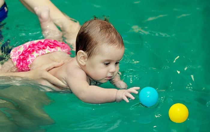 В плавательный бассейн пускают только здоровых детей и взрослых