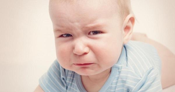При любом дискомфорте грудной ребенок капризничает