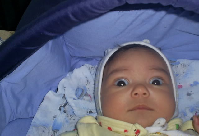 Ребенок таращит глаза