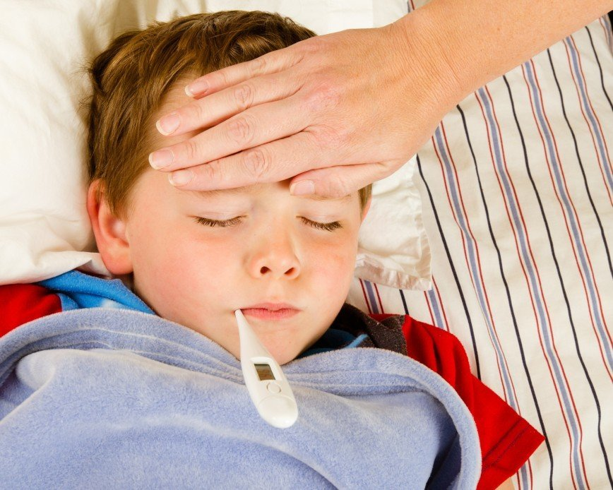 Главные симптомы болезни – насморк, кашель, повышенная температура