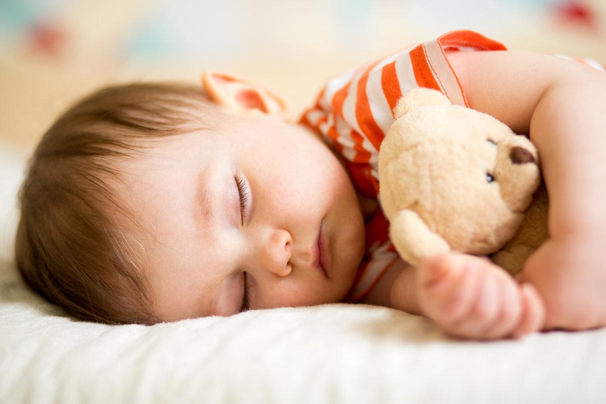 Игрушка очень часто помогает заснуть без мамы