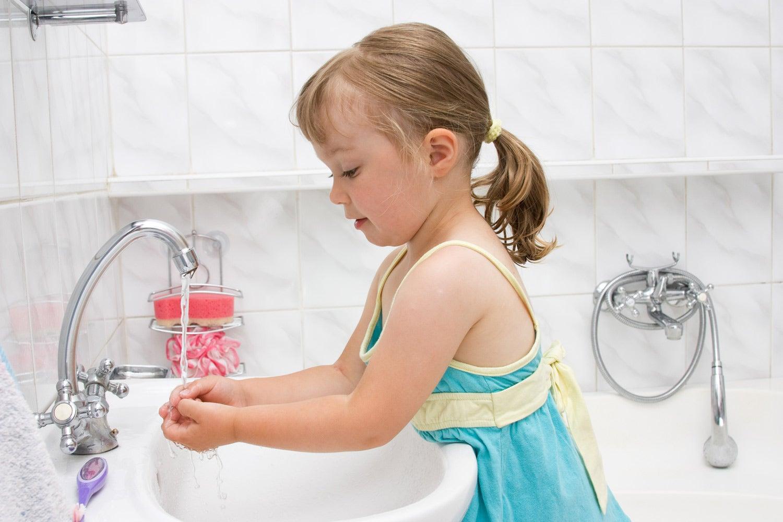 Соблюдать правила гигиены детей нужно учить с рождения