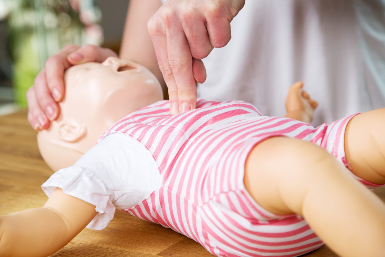 Массаж сердца новорожденного