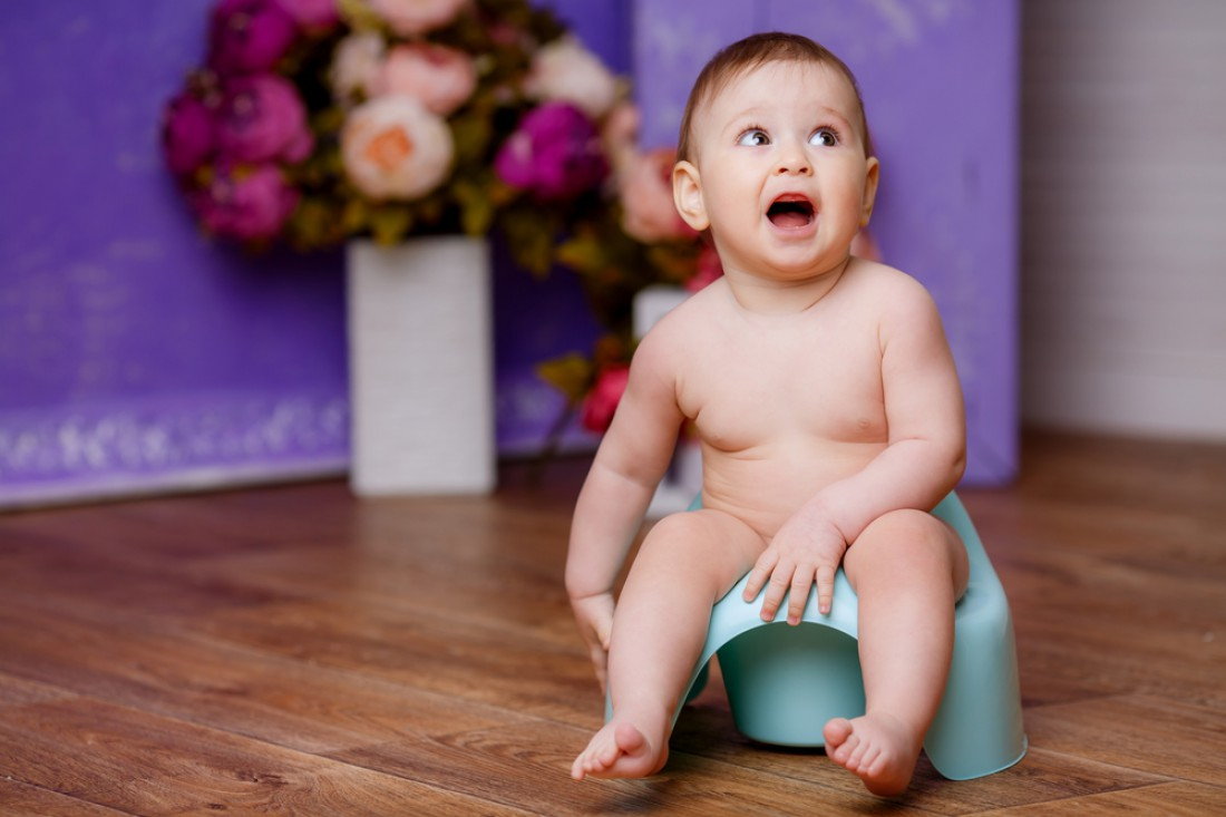 Малыш на синем горшке