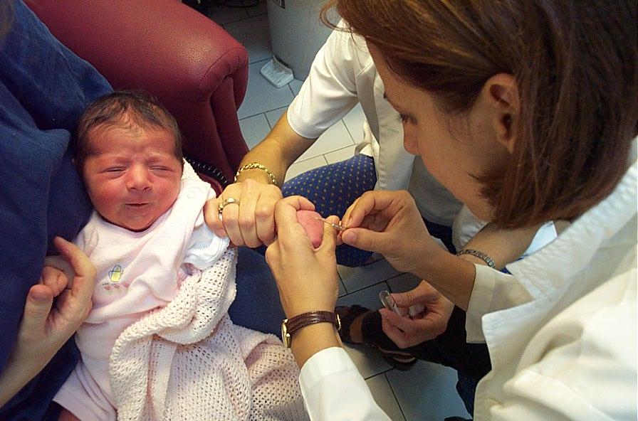 Кровь из вены может рассказать многое о здоровье малыша