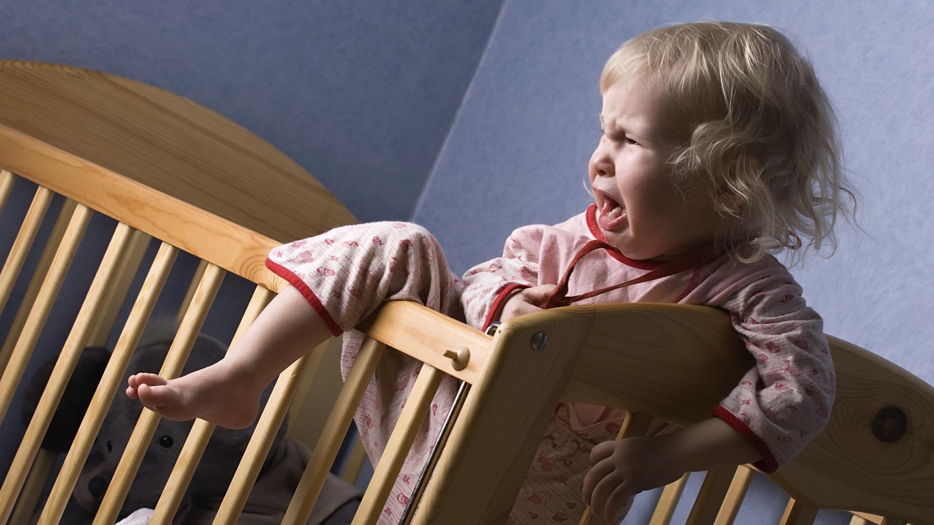 Беспокойный сон малышей – проблема, с которой сталкиваются многие