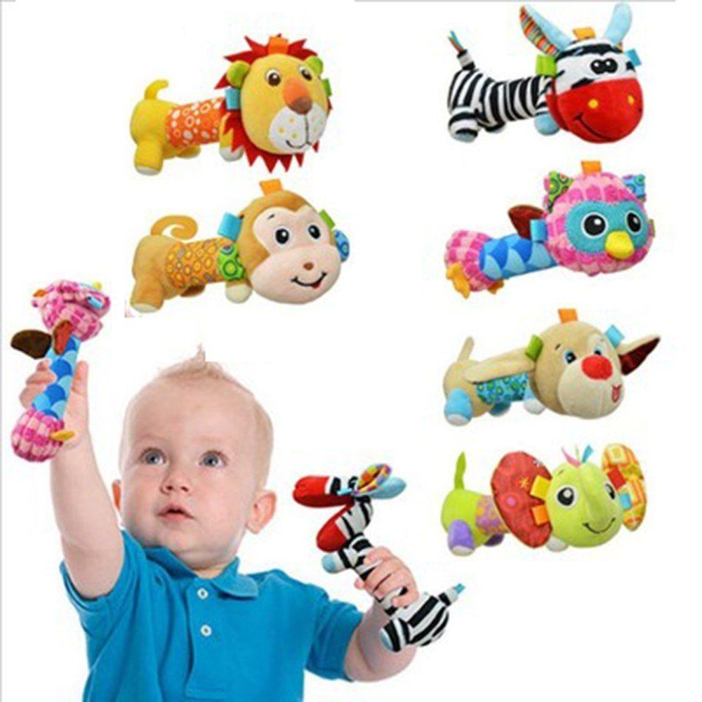 Грудничок с яркими игрушками