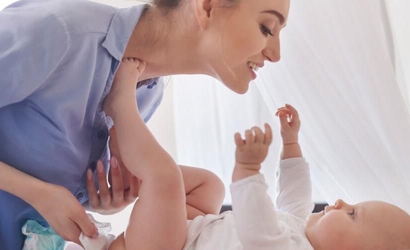 Для ухода за кожей младенца нужно использовать специальные гигиенические средства