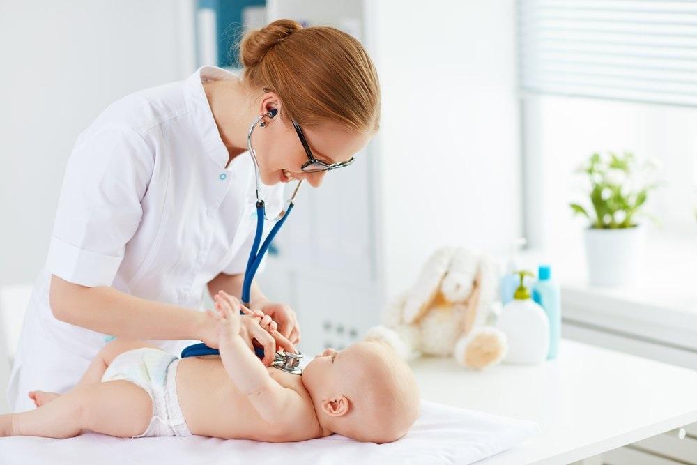 При первичном осмотре новорожденного кардиологом могут быть обнаружены шумы в сердце