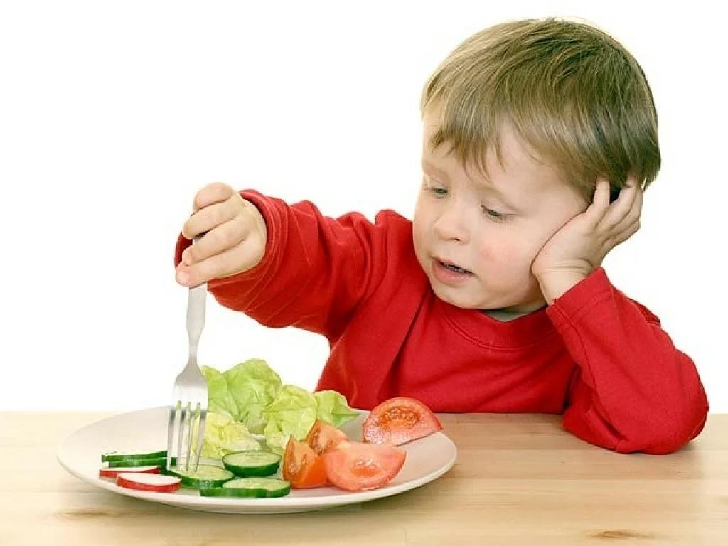 Для избавления от спазмов в желудке большую роль играет правильное питание