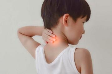 У ребенка болит шея сзади