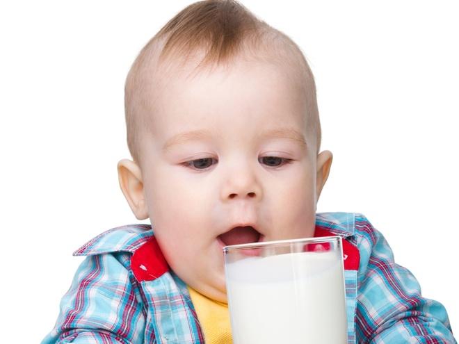 Когда можно давать молоко?