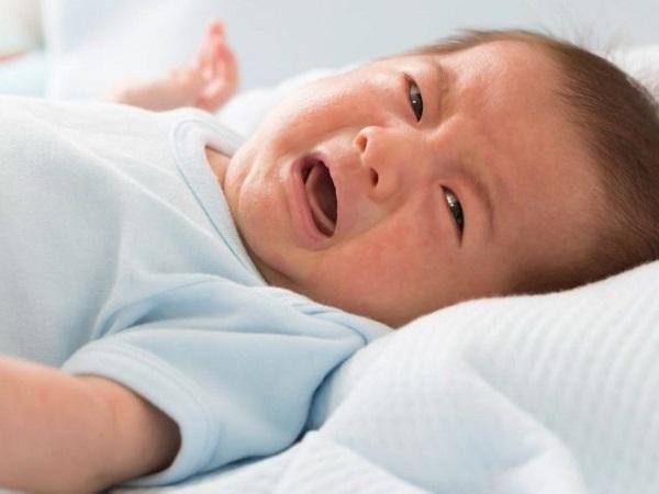 Младенец страдает от метеоризма