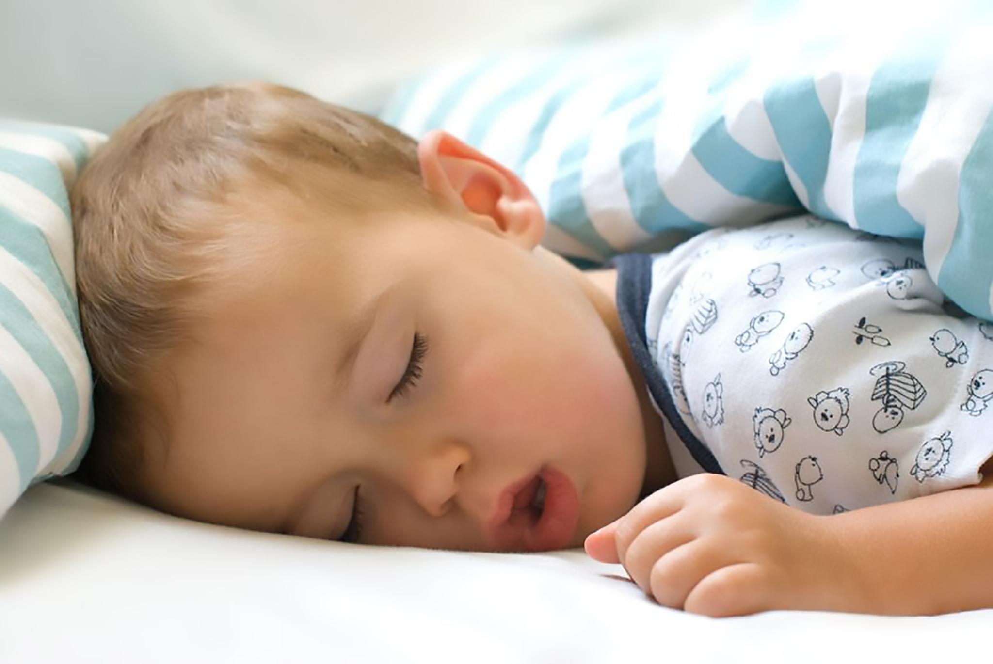 Здоровые дети спят крепко и спокойно