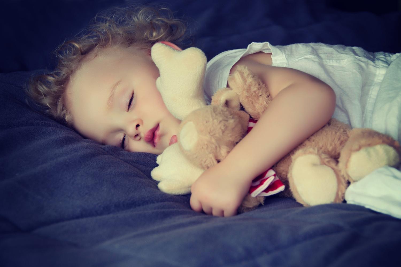 От здорового сна ребенка зависят настроение и отдых остальных членов семьи