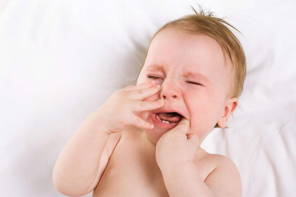 Плач при прорезывании зубов