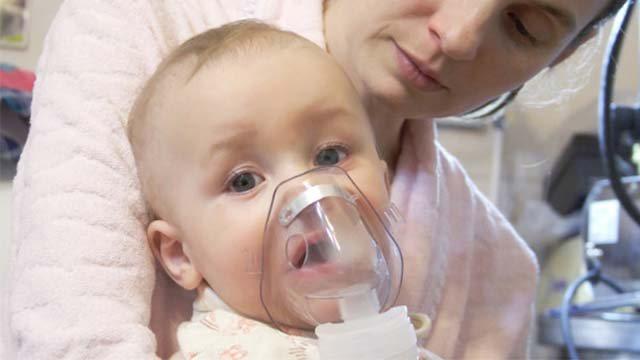 Первая помощь младенцу при сильном насморке