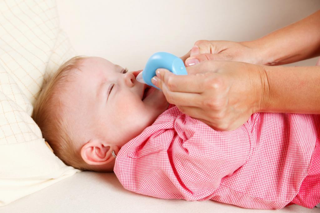 Промывание носа младенцу