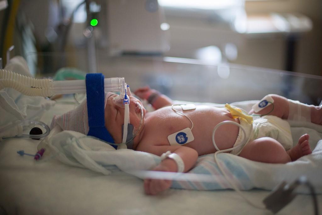 Помощь заболевшему младенцу