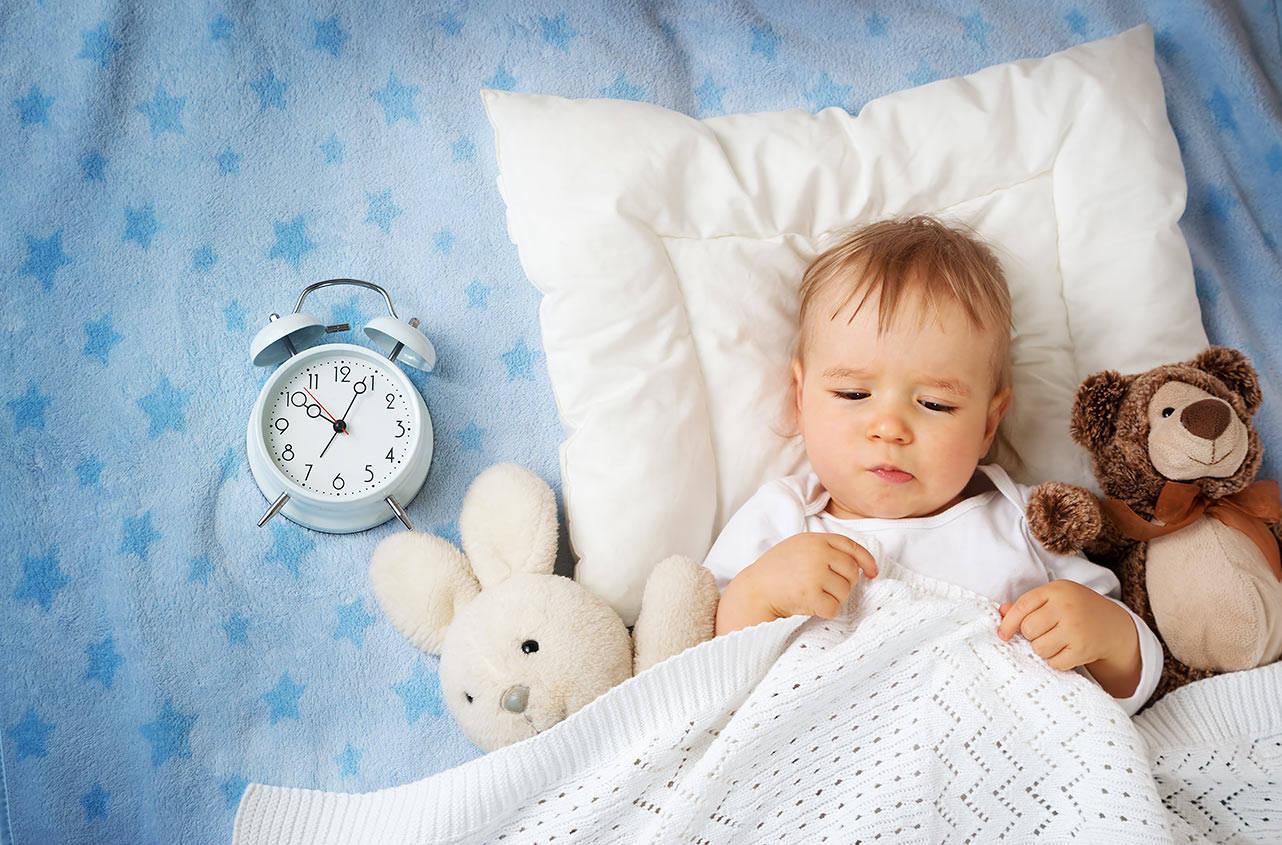 Малыш должен привыкнуть к постоянному распорядку дня, который будет устраивать его родителей