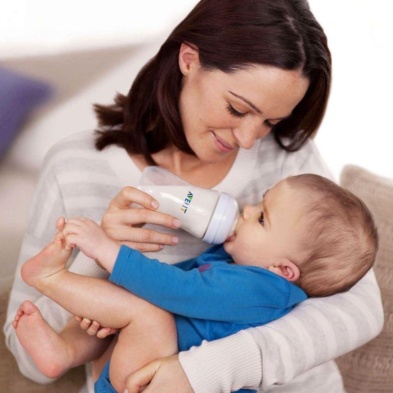 Правильное положение ребенка при кормлении